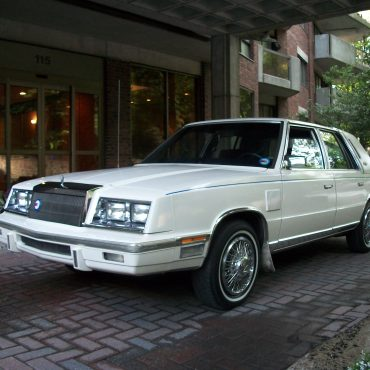 Claude A. Thibault,  Outremont, Chrysler new-yorker 1984