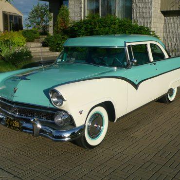 Claude Thibaudeau, Québec, Ford Fairlane Club Sedan 1955