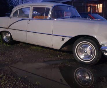 OLDSMOBILE Super Deluxe 88 1956
